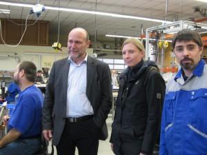 Im Stammwerk Trier der Lebenshilfe: mit Ulrich Schwarz (Geschäftsführer) und Alexander Zwar (Mitglied des Werkstattrats)