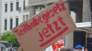 """Plakat mit der Aufschrift """"Teilhabegesetz jetzt"""""""