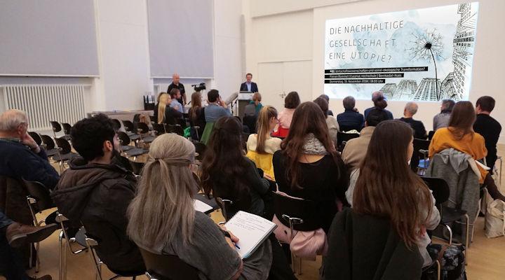 Zuhörer beim Vortrag der Ringvorlesung am 15.11.2018