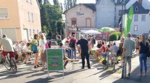 Mehrere Menschen vor dem Trierer Wahlkreisbüro