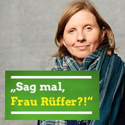 """Porträt von Corinna Rüffer, darunter steht auf grünem Hintergrund der Text: """"Sag mal, Frau Rüffer?!"""""""